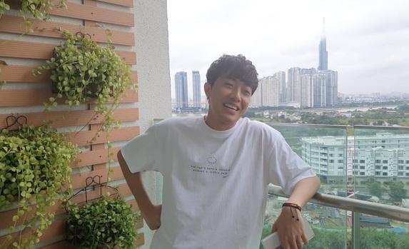 Cris Phan khoe căn hộ sang xịn đang sống cùng bà xã hot girl-11