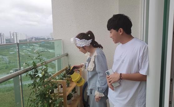 Cris Phan khoe căn hộ sang xịn đang sống cùng bà xã hot girl-12