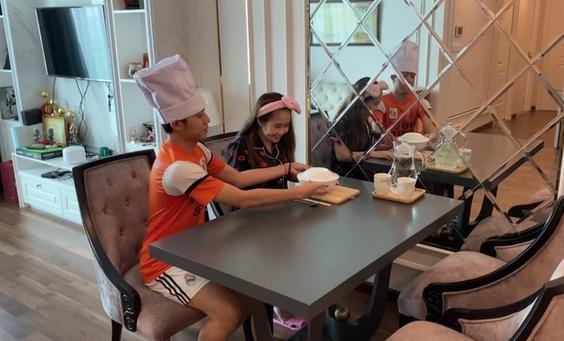 Cris Phan khoe căn hộ sang xịn đang sống cùng bà xã hot girl-7