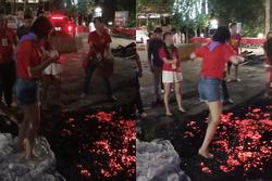 MXH xôn xao cảnh đám đông cổ vũ cô gái đi trên đống than đỏ rực, kết quả khiến ai cũng bất ngờ