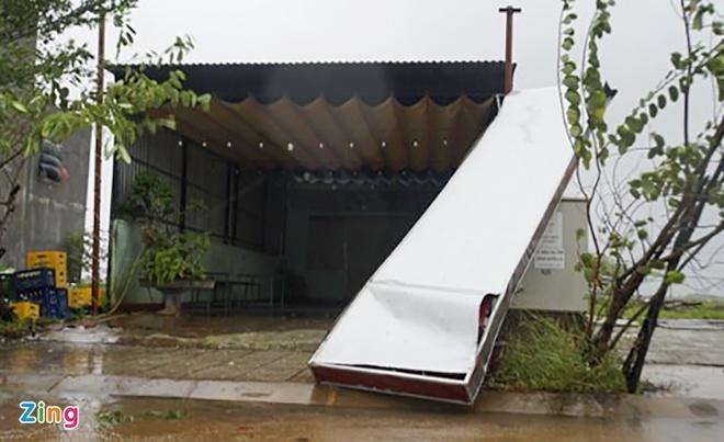 Clip: Bão số 9 vào Đà Nẵng, Quảng Ngãi mưa như trút nước, gió gầm rú kinh hoàng-5