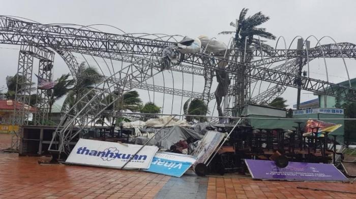 Clip: Bão số 9 vào Đà Nẵng, Quảng Ngãi mưa như trút nước, gió gầm rú kinh hoàng-6