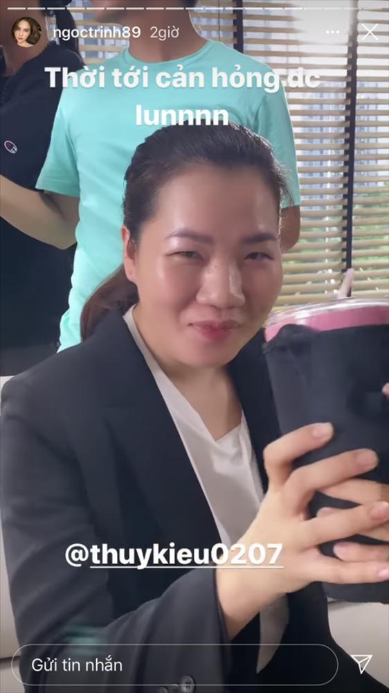 ÁI CHÀ CHÀ: Giúp việc nhà Ngọc Trinh được cấp tích xanh Facebook-4