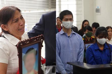 Bé gái 3 tuổi bị mẹ và người tình bạo hành đến chết: Hoãn xét xử, bà ngoại ôm di ảnh cháu khóc nghẹn