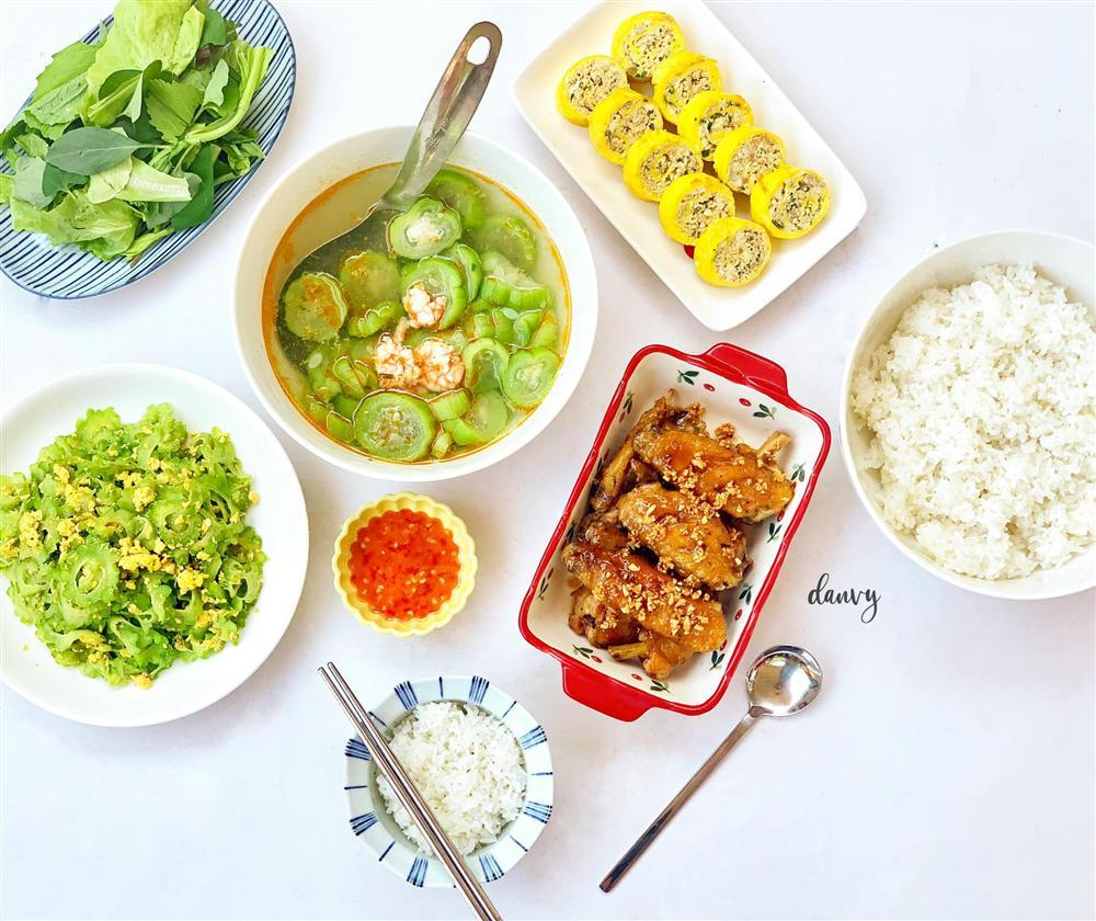 Mâm cơm chiều nhiều rau xanh giải ngán ngon lạ lùng, ăn hết cơm vẫn thòm thèm-1