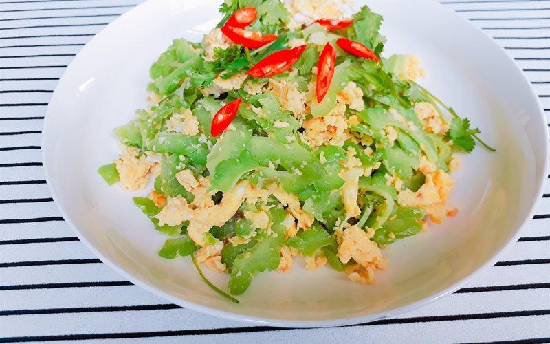Mâm cơm chiều nhiều rau xanh giải ngán ngon lạ lùng, ăn hết cơm vẫn thòm thèm-2