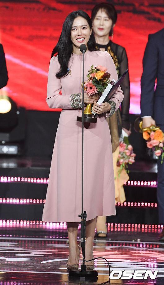Hyun Bin bất ngờ giành giải do Tổng thống Hàn trao tặng, fan phát hiện Son Ye Jin đã biết tin từ trước-2