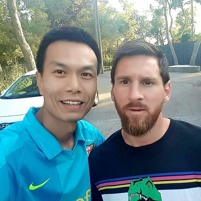 Bán áo Barcelona có chữ ký Messi để ủng hộ miền Trung-1