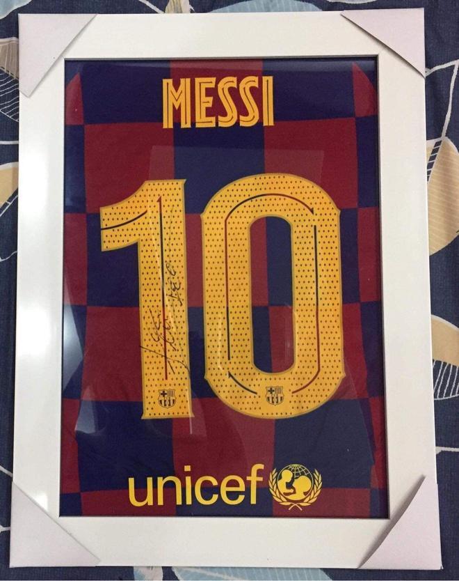 Bán áo Barcelona có chữ ký Messi để ủng hộ miền Trung-2