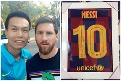 Bán áo Barcelona có chữ ký Messi để ủng hộ miền Trung
