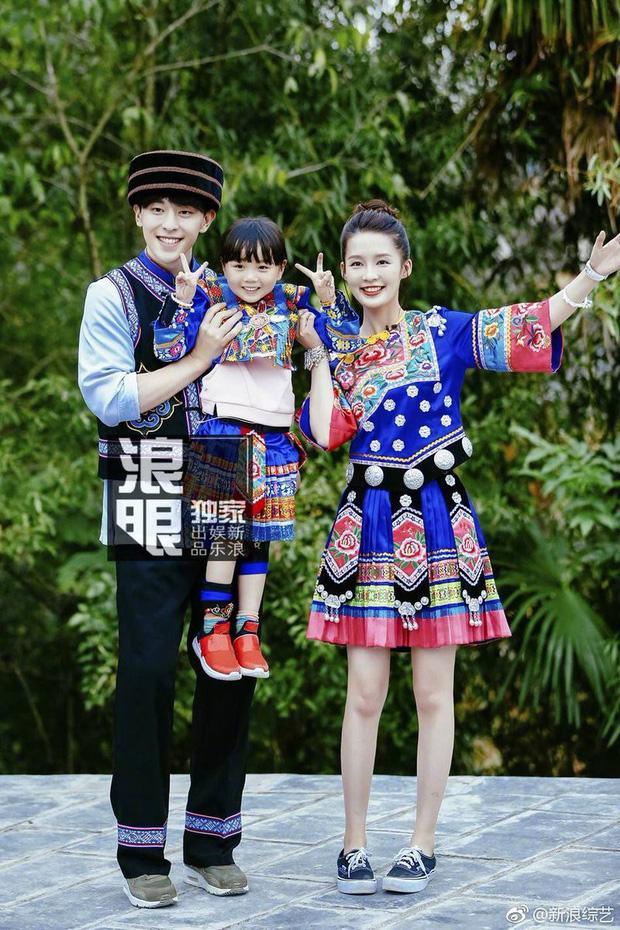 Xôn xao Weibo: Đặng Luân - Lý Thấm thừa nhận hẹn hò bằng hành động tình tứ, lời úp mở và ảnh paparazzi bị đào lại?-5