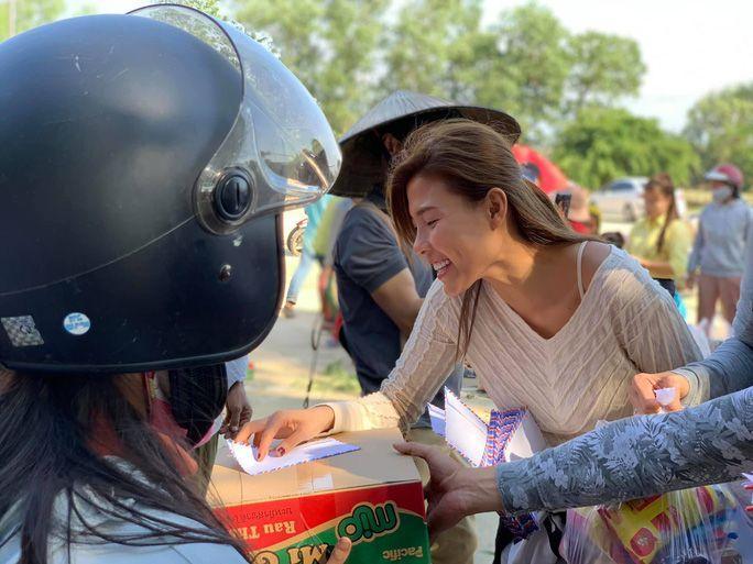 Cứu trợ miền Trung, loạt sao Việt bị chỉ trích với lý do không tưởng-6