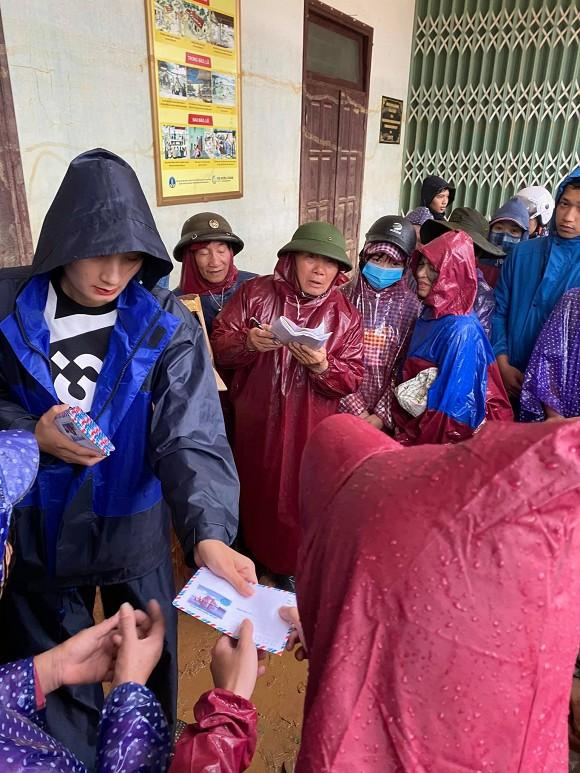 Phản ứng của chồng Việt kiều khi Lê Thúy làm từ thiện tới mức âm tiền nhà-1
