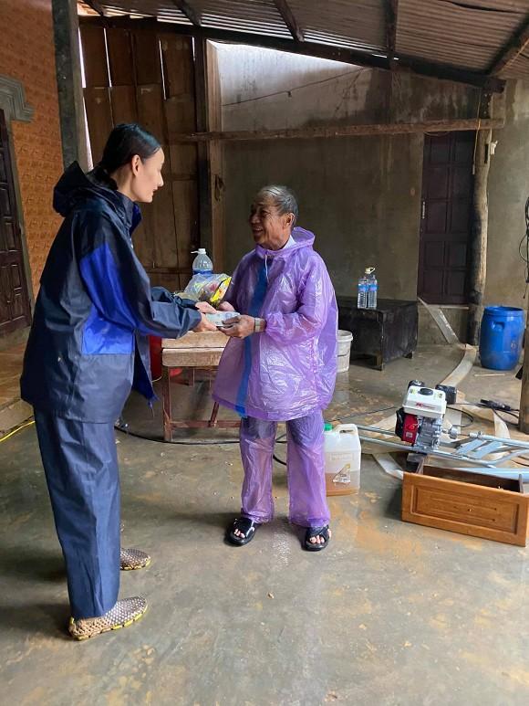Phản ứng của chồng Việt kiều khi Lê Thúy làm từ thiện tới mức âm tiền nhà-4