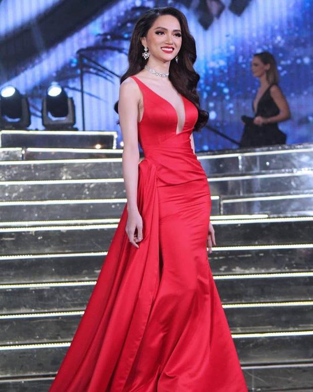 Netizen khẩu chiến vì clip Hương Giang tại Hoa hậu chuyển giới 2018: Giây trước tươi rói với fan, giây sau quay ngoắt 180 độ-2