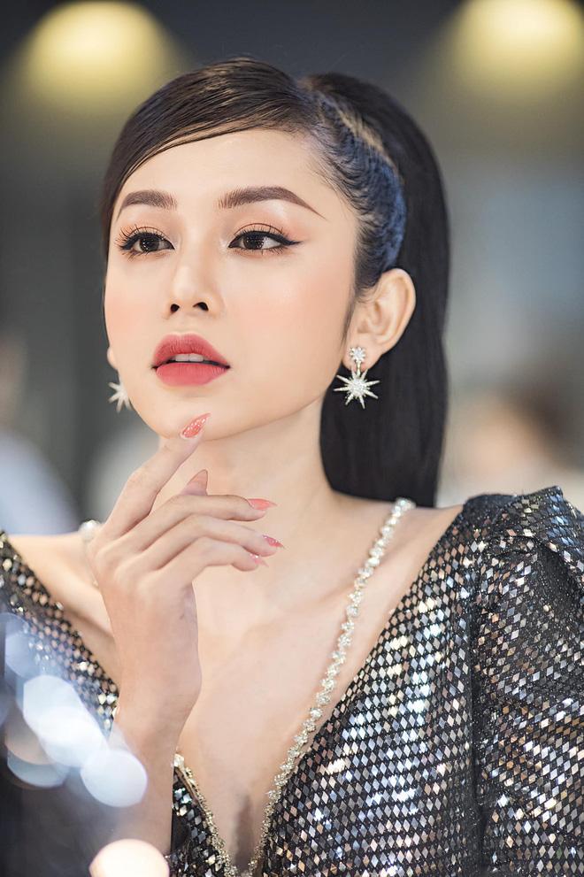 Thí sinh hot nhất Hoa hậu chuyển giới bị đào lại ảnh diện đồ bộ ở quê thời chưa phẫu thuật-3