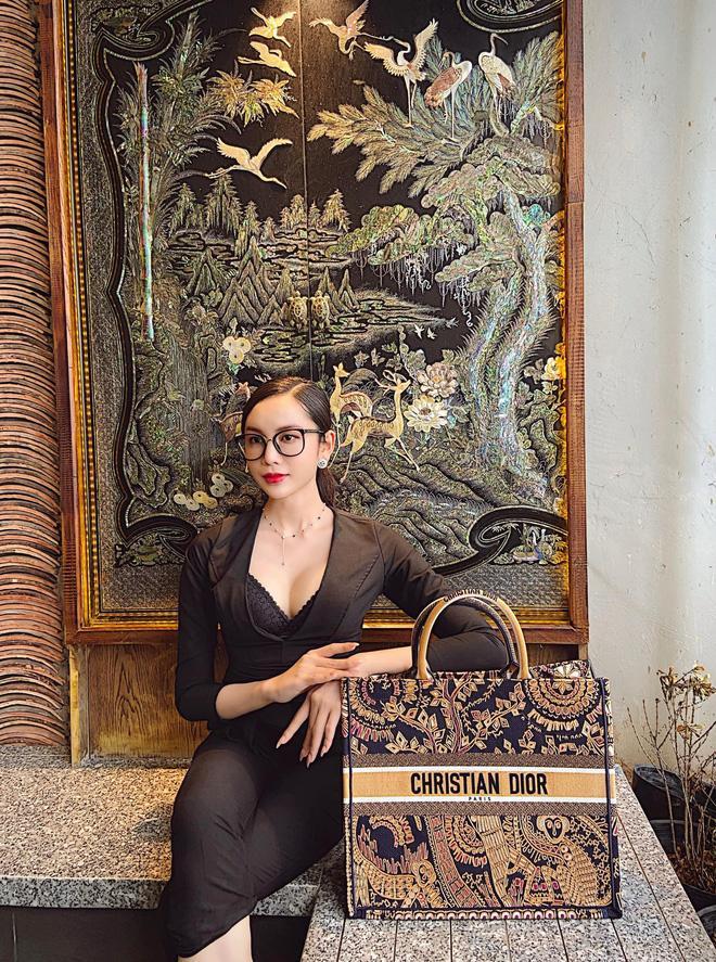 Thí sinh hot nhất Hoa hậu chuyển giới bị đào lại ảnh diện đồ bộ ở quê thời chưa phẫu thuật-4
