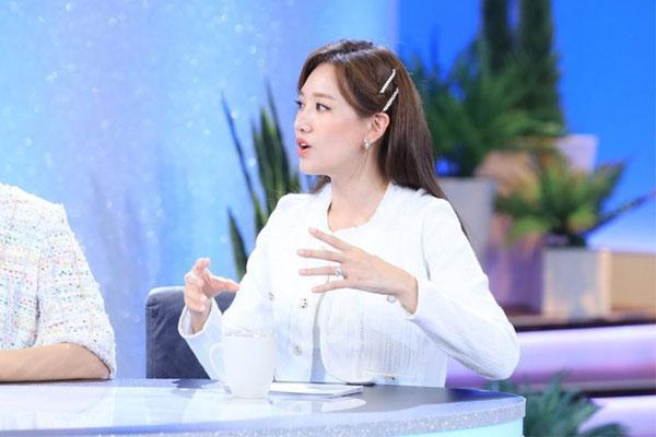 Hari Won gây tranh cãi khi nói những người mẹ châu Á có tính sở hữu con cái-2