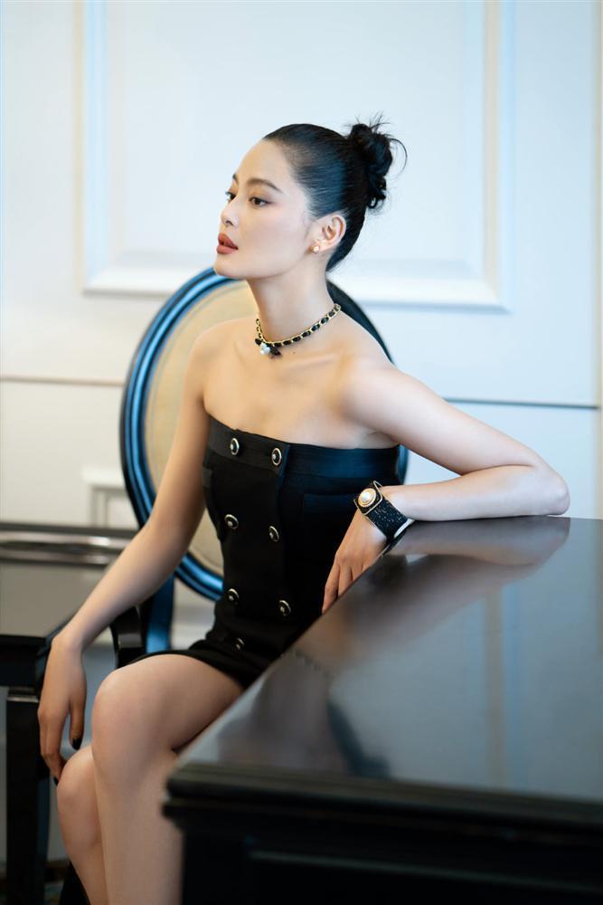 Cùng diện đầm Chanel: Gia Quý phi của Như Ý Truyện sang chảnh, Jennie lép vế vì đôi sandals tòe ngón-2