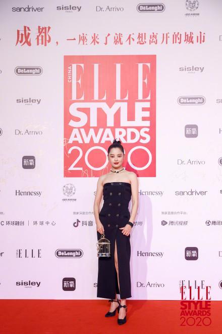Cùng diện đầm Chanel: Gia Quý phi của Như Ý Truyện sang chảnh, Jennie lép vế vì đôi sandals tòe ngón-3