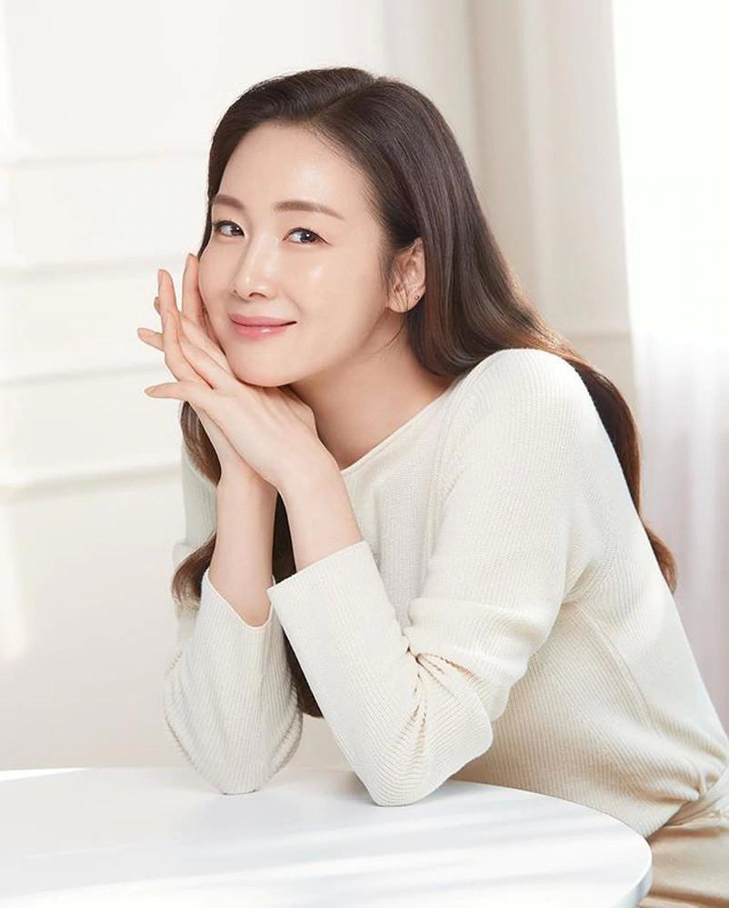 Choi Ji Woo tái xuất sau sinh, nhan sắc tuổi 45 gây choáng ngợp-1