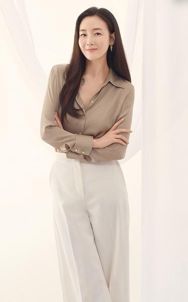 Choi Ji Woo tái xuất sau sinh, nhan sắc tuổi 45 gây choáng ngợp-5