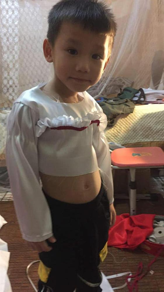 Cậu bé khiến dân tình khóc thét khi hóa trang Annabelle quá giống-3