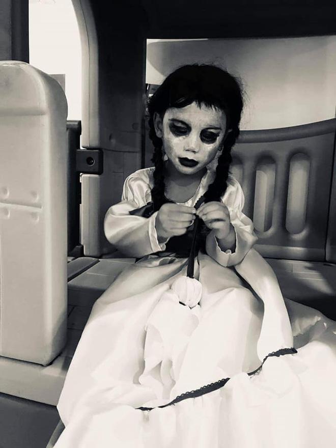Cậu bé khiến dân tình khóc thét khi hóa trang Annabelle quá giống-5