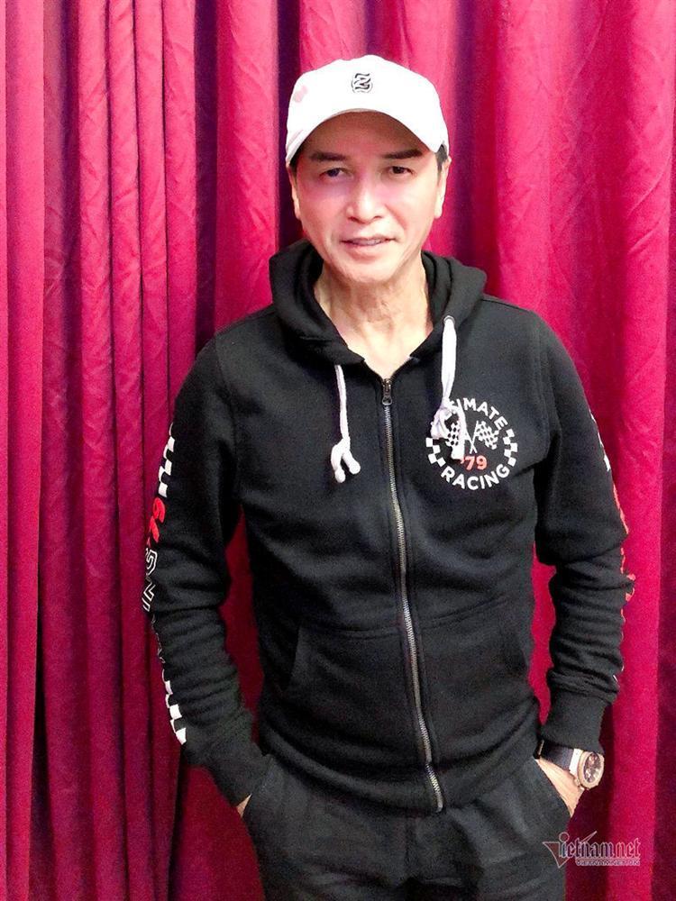 Nguyễn Hưng tuổi 63: Tôi tiêm mặt và sống hạnh phúc bên bà xã-1