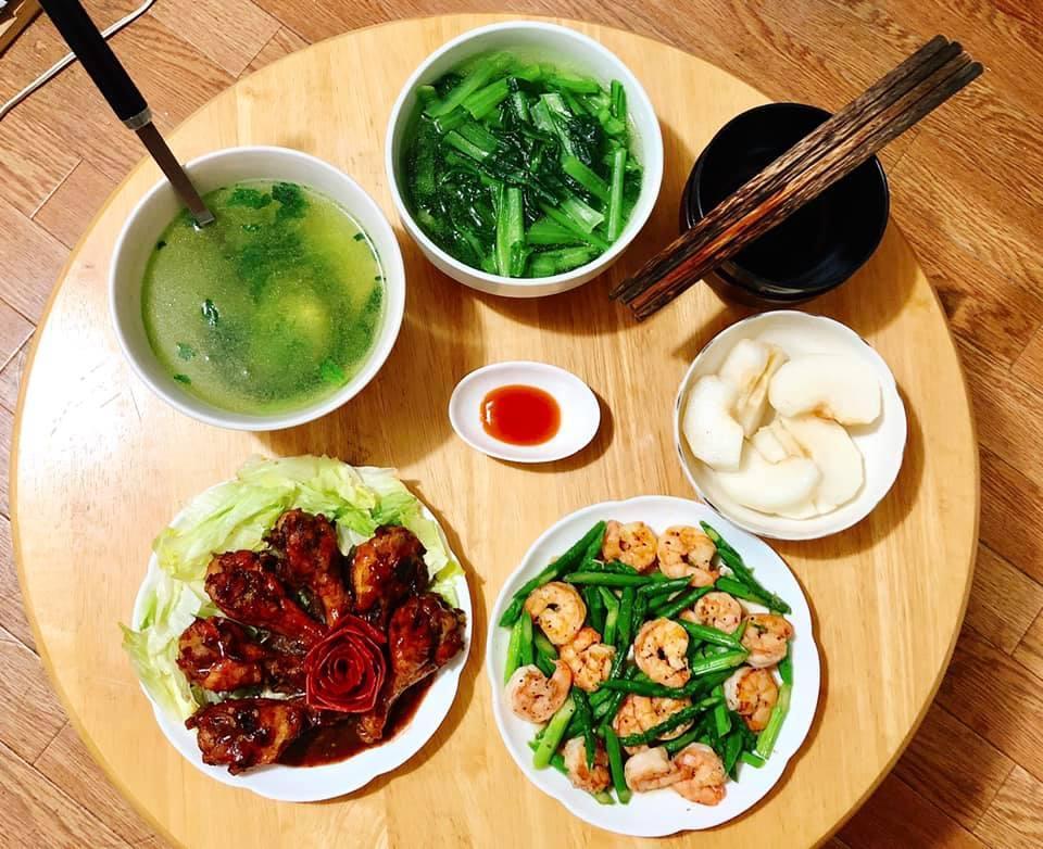 Mâm cơm gia đình ấm cúng, ngon hết nấc đầy món Việt của người vợ 9X tại Nhật Bản-5