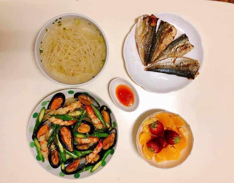 Mâm cơm gia đình ấm cúng, ngon hết nấc đầy món Việt của người vợ 9X tại Nhật Bản-6