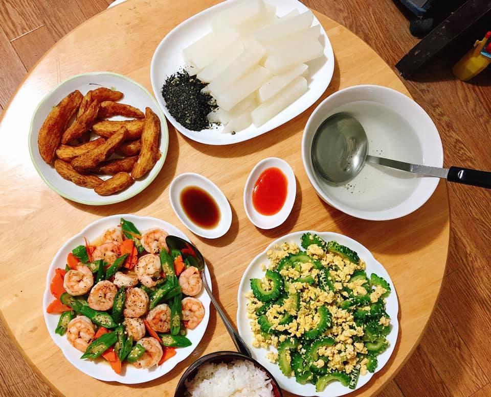 Mâm cơm gia đình ấm cúng, ngon hết nấc đầy món Việt của người vợ 9X tại Nhật Bản-8