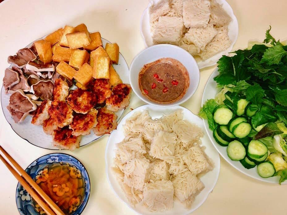Mâm cơm gia đình ấm cúng, ngon hết nấc đầy món Việt của người vợ 9X tại Nhật Bản-12