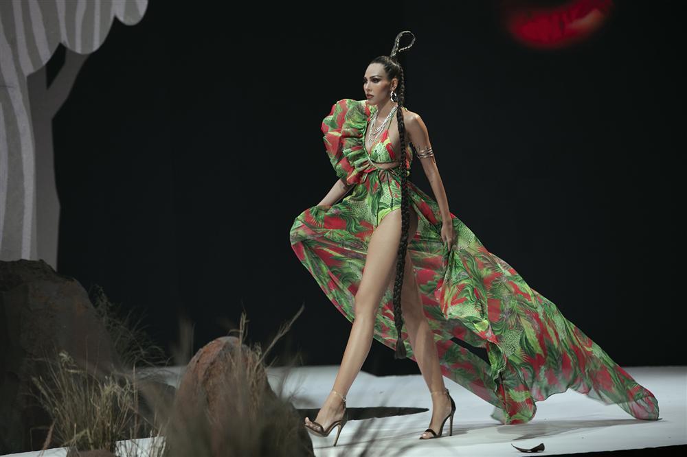Hội ngộ sàn catwalk: Hà Anh khoe vòng 3 sexy tột độ, Lan Khuê hóa nữ thần-6