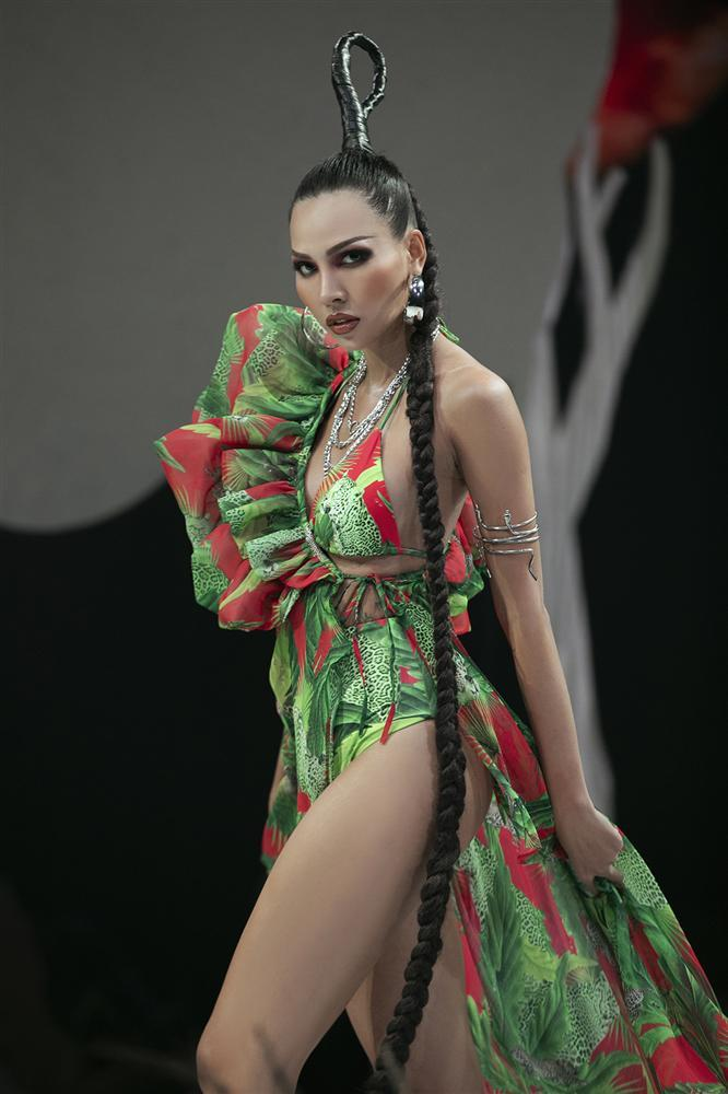 Hội ngộ sàn catwalk: Hà Anh khoe vòng 3 sexy tột độ, Lan Khuê hóa nữ thần-7