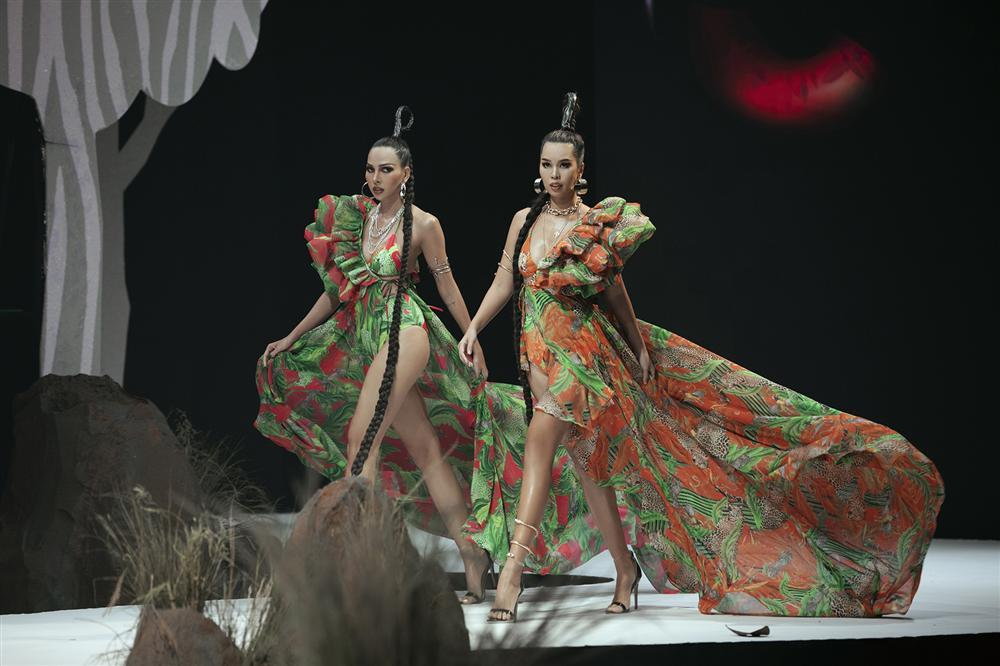 Hội ngộ sàn catwalk: Hà Anh khoe vòng 3 sexy tột độ, Lan Khuê hóa nữ thần-8