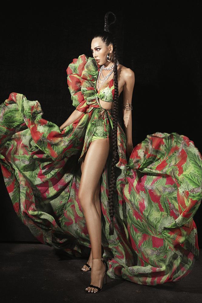 Hội ngộ sàn catwalk: Hà Anh khoe vòng 3 sexy tột độ, Lan Khuê hóa nữ thần-10
