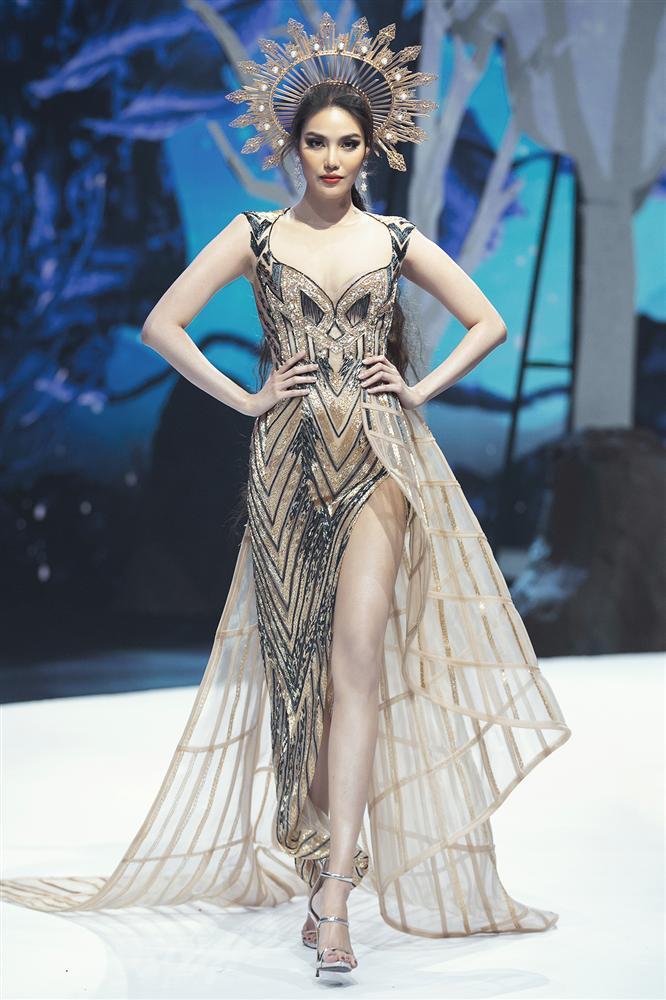 Hội ngộ sàn catwalk: Hà Anh khoe vòng 3 sexy tột độ, Lan Khuê hóa nữ thần-2
