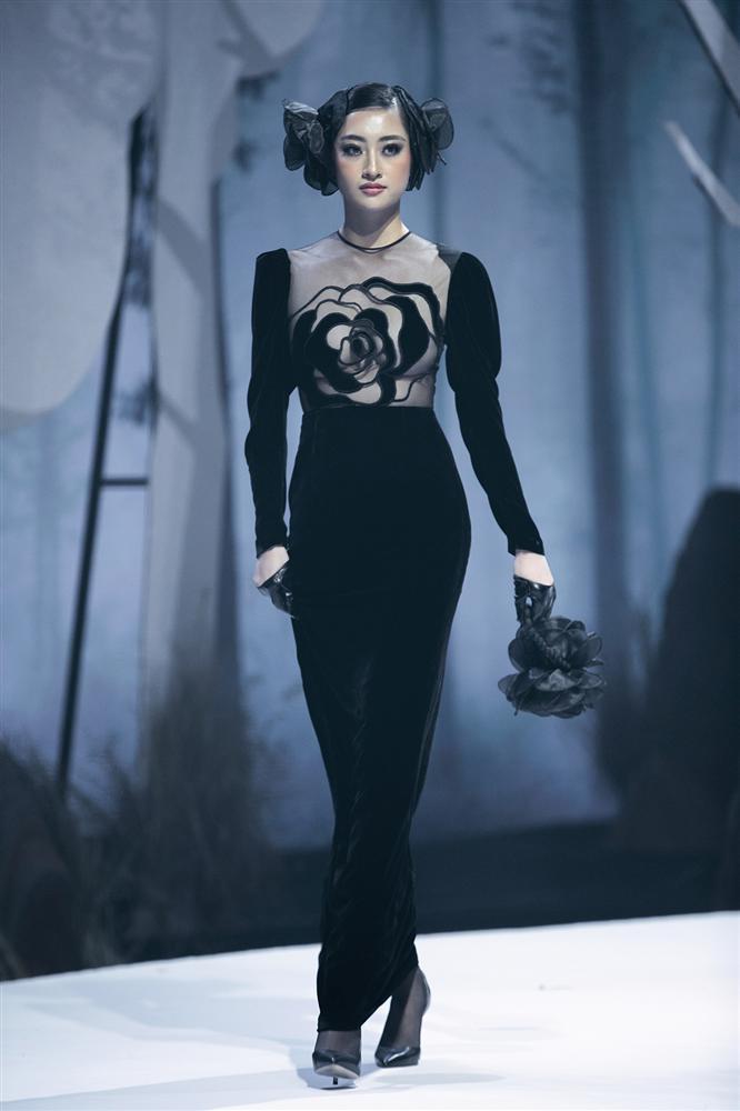 Hội ngộ sàn catwalk: Hà Anh khoe vòng 3 sexy tột độ, Lan Khuê hóa nữ thần-11
