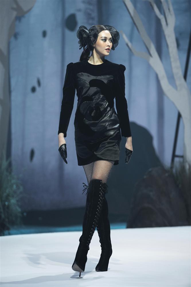 Hội ngộ sàn catwalk: Hà Anh khoe vòng 3 sexy tột độ, Lan Khuê hóa nữ thần-12