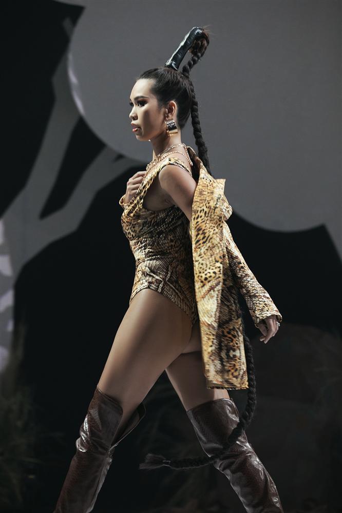 Hội ngộ sàn catwalk: Hà Anh khoe vòng 3 sexy tột độ, Lan Khuê hóa nữ thần-4