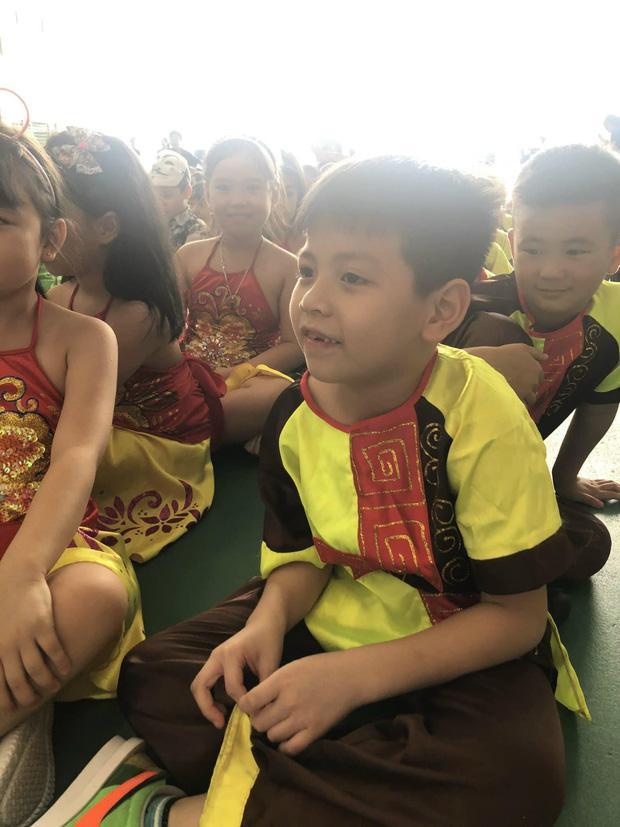 Hỏi Tiếng Việt và Toán, môn nào quan trọng hơn? Con trai có câu trả lời khiến bố xin hàng vì quá bá đạo-1