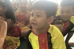 Hỏi Tiếng Việt và Toán, môn nào quan trọng hơn? Con trai có câu trả lời khiến bố xin hàng vì quá bá đạo