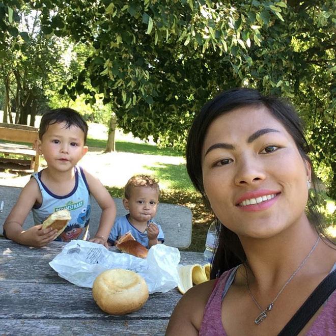 Hé lộ thêm thông tin tình mới người Mỹ của cô bé HMông sau 1 năm ly hôn chồng Bỉ-7