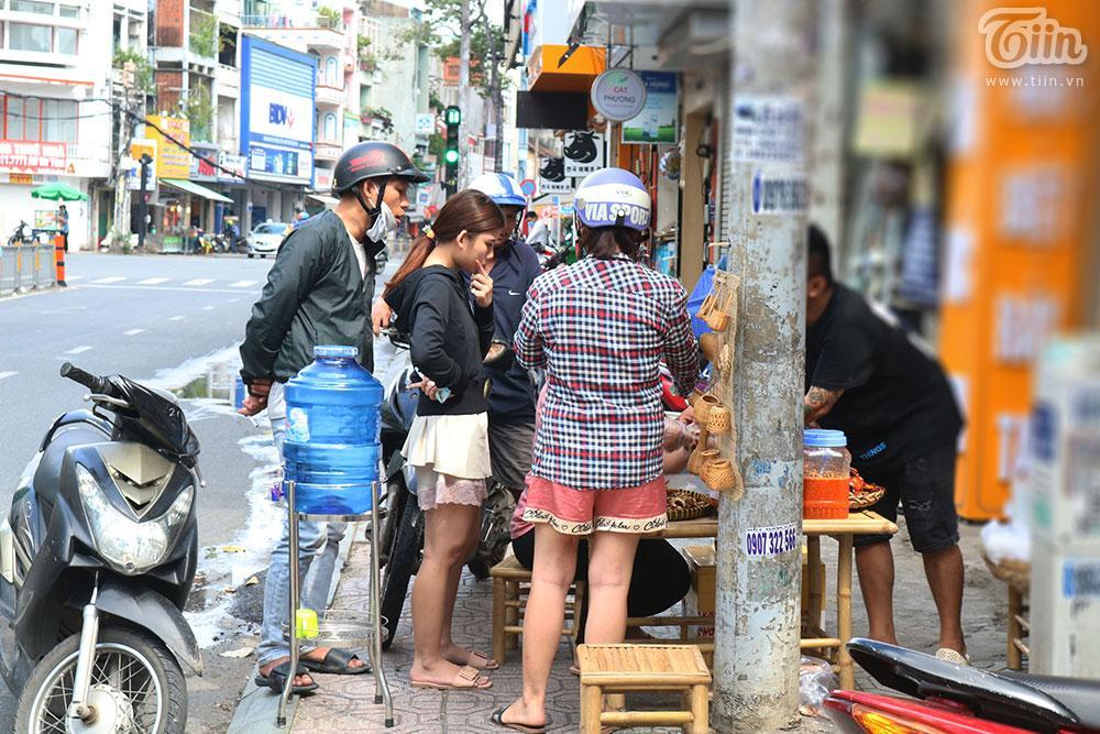 Mâm cua đồng miền Tây có gì mà bao người Sài Gòn chen chân thưởng thức?-9