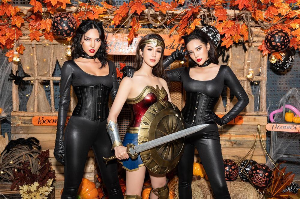Nhóm bạn Chi Pu, Kỳ Duyên chiếm spotlight Halloween: Hoàng Ku chơi lớn mặc váy hóa công chúa-12