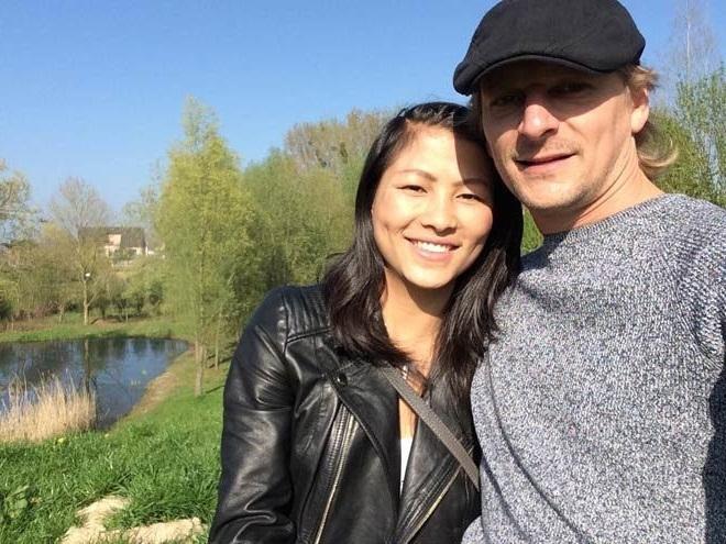 Cô bé HMông và bạn trai doanh nhân liên tục thể hiện tình cảm trên MXH-6