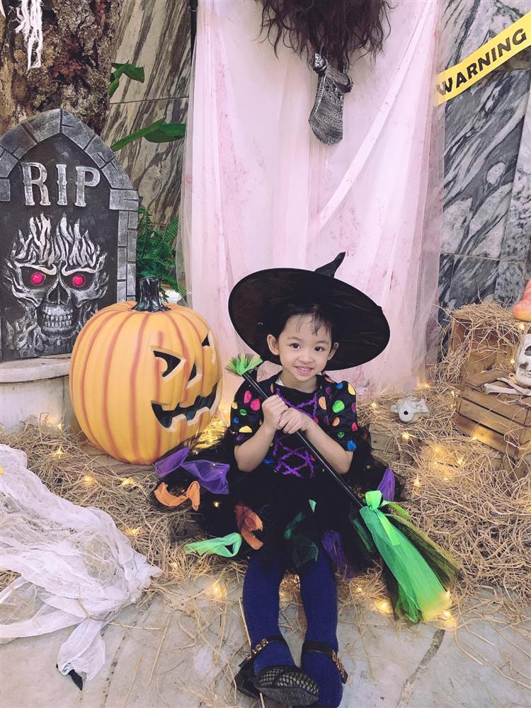 Á hậu Trà My - Thanh Tú và 2 ông chồng đại gia chơi Halloween quá lớn-3