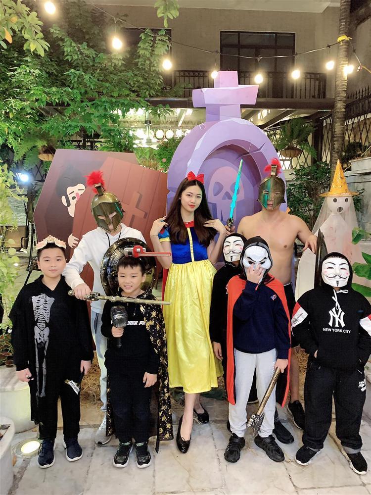 Á hậu Trà My - Thanh Tú và 2 ông chồng đại gia chơi Halloween quá lớn-4