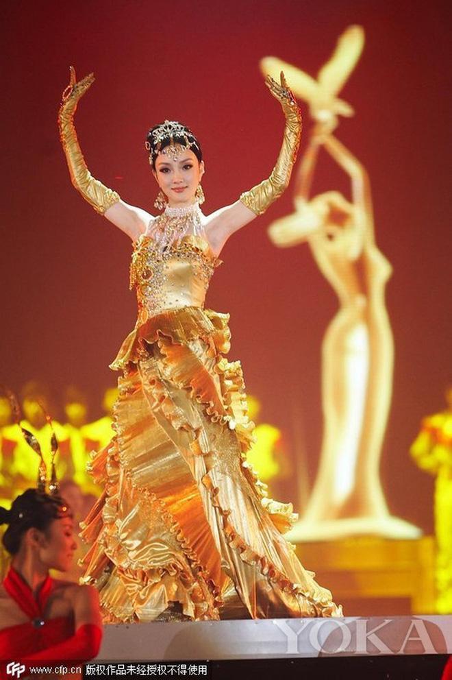 Điên nữ Seo Ye Ji hoá Nữ thần Kim Ưng khiến Địch Lệ Nhiệt Ba cũng phải dè chừng-5